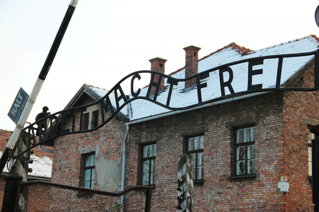 Brama obozowa w Auschwitz. Fot.: Cz. Chytra.