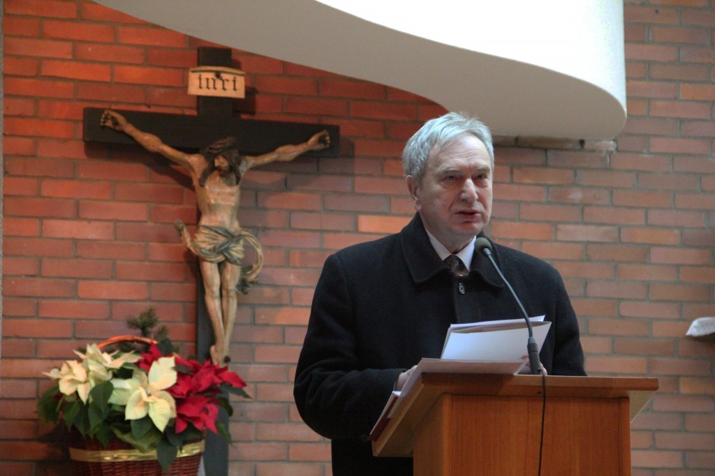 Pierwsze publiczne odczytanie tekstu apelu na zakończenie Mszy św. Fot.: Cz. Chytra.