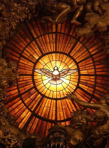 Rom, Vatikan, Basilika St. Peter, Die Taube des Heiligen Geistes (Cathedra Petri, Bernini) autorstwa Dnalor 01 - Praca własna. Licencja CC BY-SA 3.0 at na podstawie Wikimedia Commons